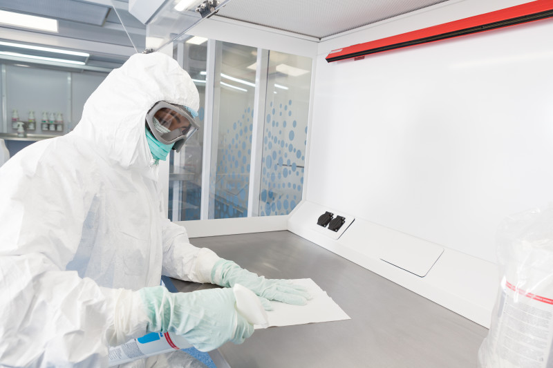 Laminar flow cabinet in cleanroom